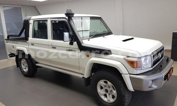 Buy Used Land Rover Series II Green Car in Balama in Cabo Delgado