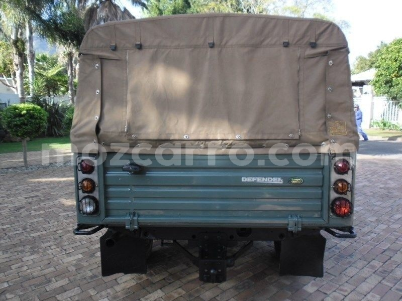 Big with watermark land rover defender maputo maputo 9709