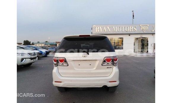 Comprar Importar Toyota Fortuner Branco Carro em Import - Dubai em Cabo Delgado