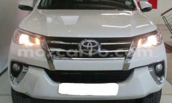 Comprar Usado Toyota Fortuner Branco Carro em Maputo em Maputo