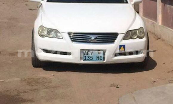 Buy Used Toyota Mark X White Car in Maputo in Maputo