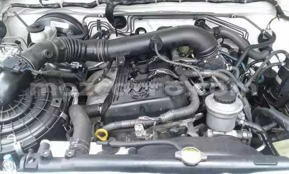 Comprar Usado Toyota Hilux Branco Carro em Maputo em Maputo