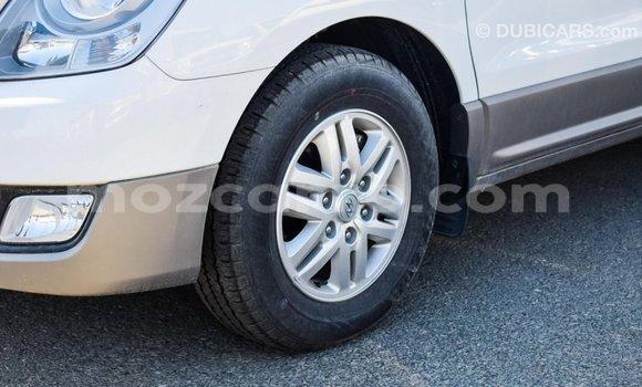 Comprar Importar Hyundai Accent Branco Carro em Import - Dubai em Cabo Delgado