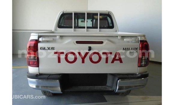 Comprar Importar Toyota Hilux Branco Carro em Import - Dubai em Cabo Delgado