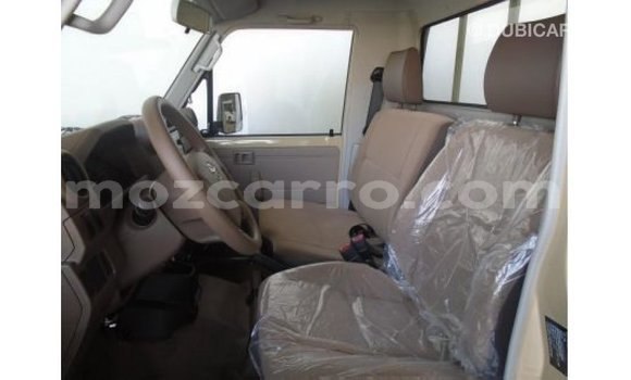 Comprar Importar Toyota Land Cruiser Branco Carro em Import - Dubai em Cabo Delgado