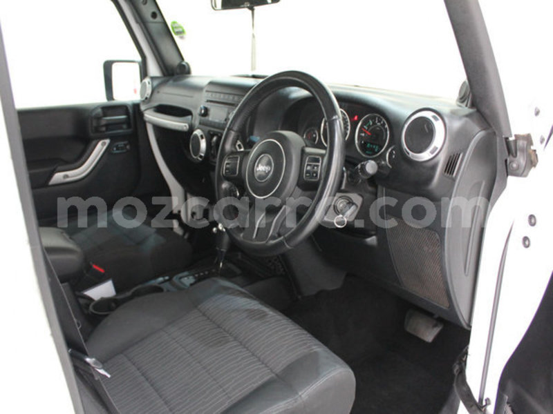 Big with watermark 2013 jeep wrangler 2.8 crd unltd sahar8