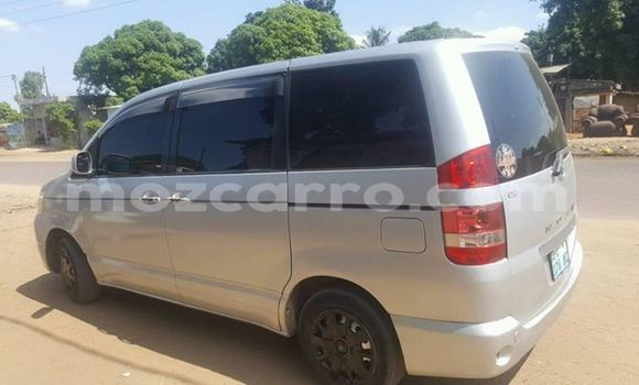 Buy Used Toyota Noah White Car in Maputo in Maputo