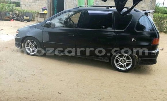 Buy Used Toyota Avensis Black Car in Maputo in Maputo