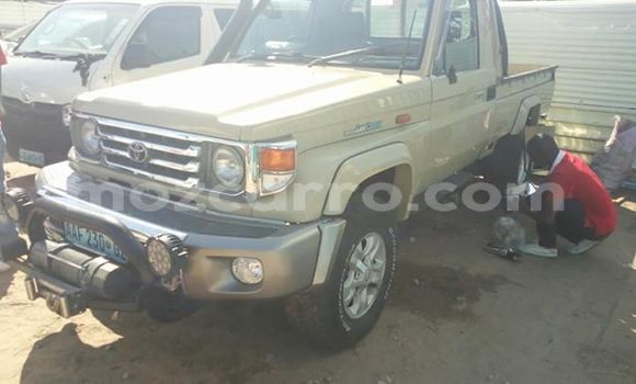 Buy Used Toyota Hilux Beige Car in Maputo in Maputo