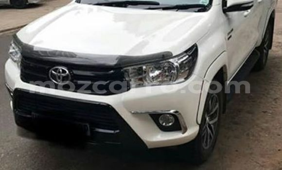 Buy Used Toyota Hilux White Car in Maputo in Maputo