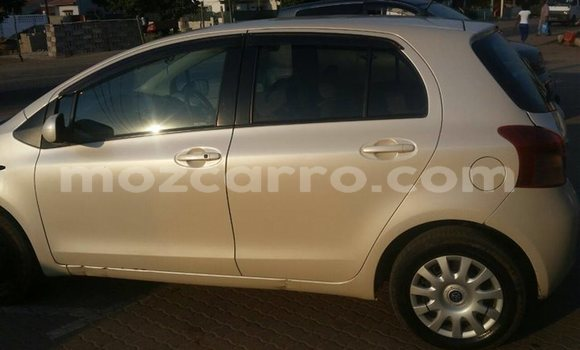 Buy Used Toyota Vitz White Car in Maputo in Maputo