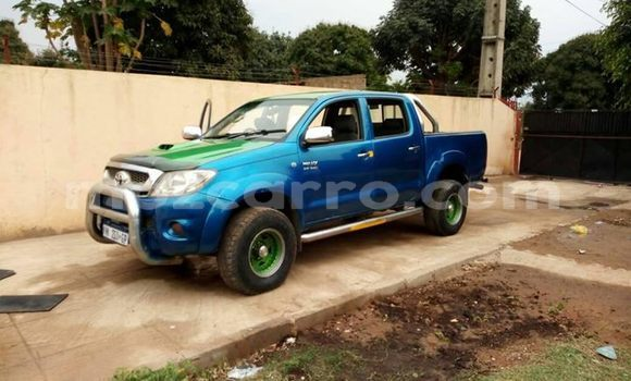 Buy Used Toyota Hilux Blue Car in Maputo in Maputo